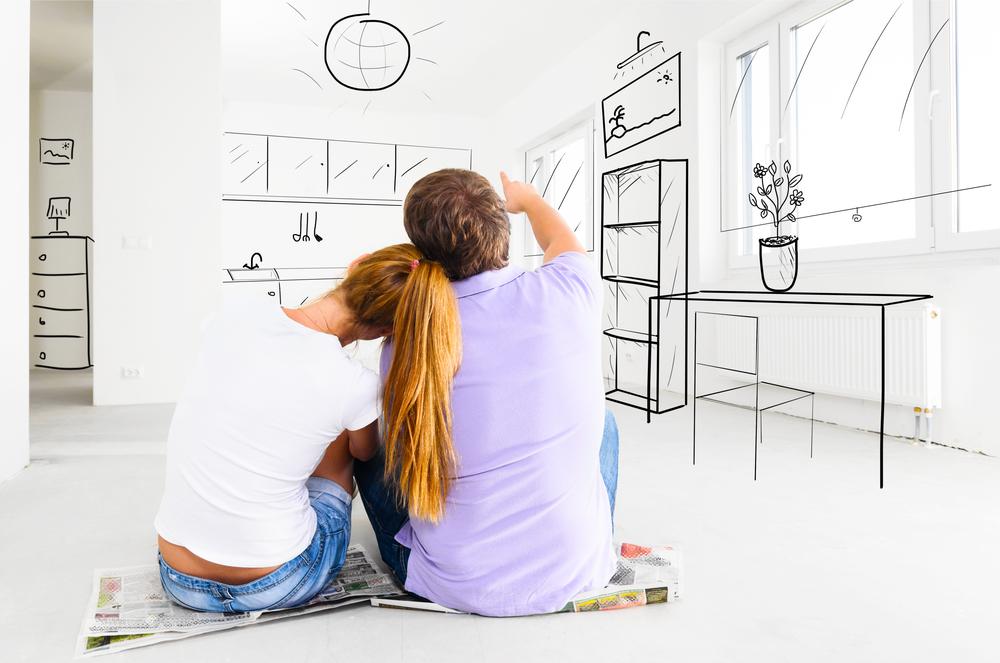 זוג צעיר מפנטז איך יהיה מסודר המטבח אחרי המעבר.